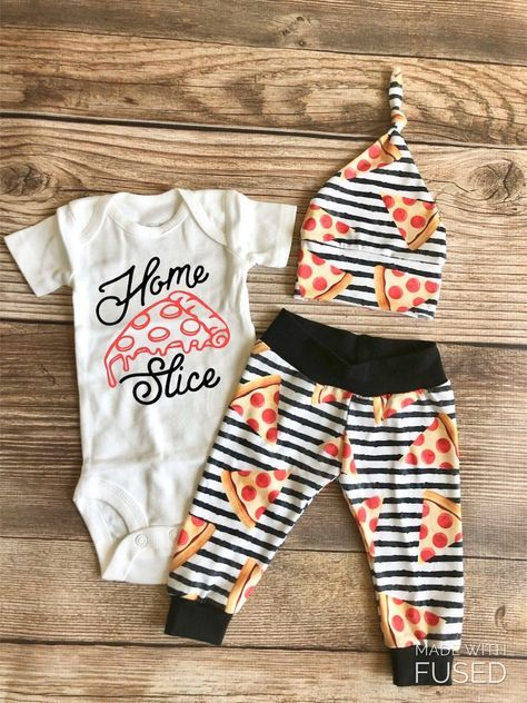 Home Slice Pizza Neugeborenes Outfit, Frühling, Pizza, Peperoni   – Hudson Grey