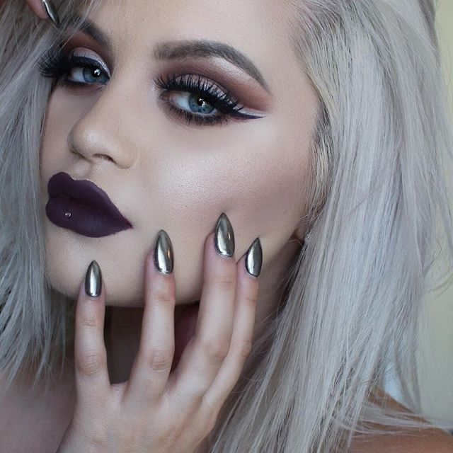 Serving you some witchy vibes, @taylorsteingold in 'Jinx' Velvetine …
