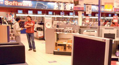 In anii '90, afacerile cu calculatoare si echipamente IT au atras un intreg val de comercianti de asemenea produse, cei mai multi cu magazine mici...