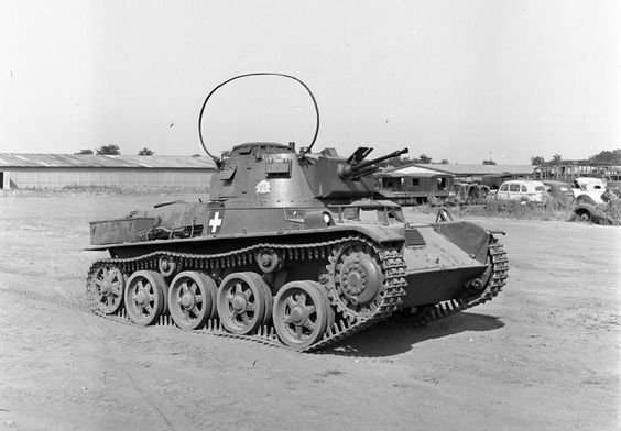 38M  TOLDI  I  (command with antenna ) Hungarian light tank  WW II , based on the Swedish Landsverk L-60B