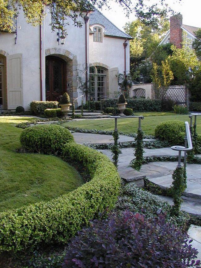 Классический и современный внутренний дворик с садом Дизайн экстерьера