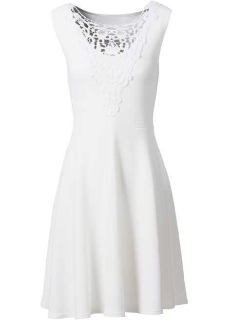 Bekijk nu:Chique jurk met gehaakte kant bij de hals en uitlopende rok. Het ietsje dikkere materiaal heeft een bijzondere structuur en voelt heel aangenaam aan op de huid.