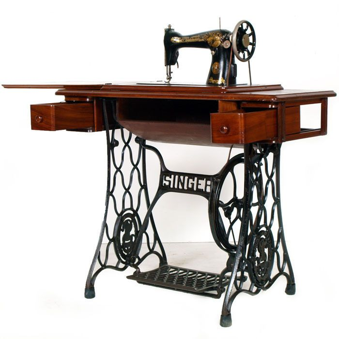Oltre 25 fantastiche idee su macchine da cucire a pedale for Macchina da cucire singer da tavolo