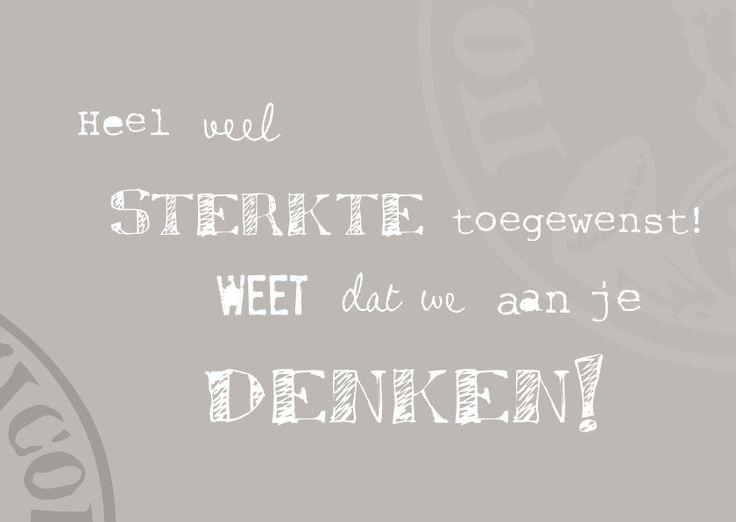 Mooie taupe sterktekaart met vage stempels en een tekst (heel veel sterkte toegewenst weet dat we aan je denken) in verschillende lettertypes.