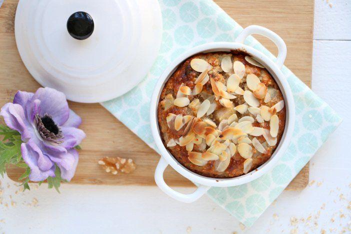 Wat een verwenontbijt! Deze herfstige peren ontbijtcake met walnoten en cranberries is een voedzame start van de dag. Met havermout, eieren, rijpe peren...