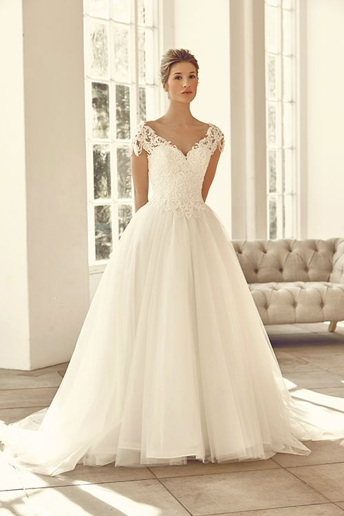 A ball-gown dress that features detailed lace with tulle.  <strong>Size: </strong>8 – 30 <strong>Colour: </strong>Ivory/Ivory, Ivory/Champagne <strong>Fabric:</strong> Embellished Lace, Tulle <strong>Style: </strong>Ball Gown <strong>Neckline:</strong>Sweetheart <strong>Laced or Zipped: </strong>Zipped