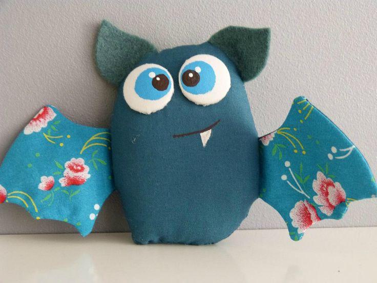 """Les Chauve-souris en tissu de """"machin choz"""" ... disponibles dans sa nouvelle boutique  http://www.alittlemarket.com/boutique/machinchoz"""
