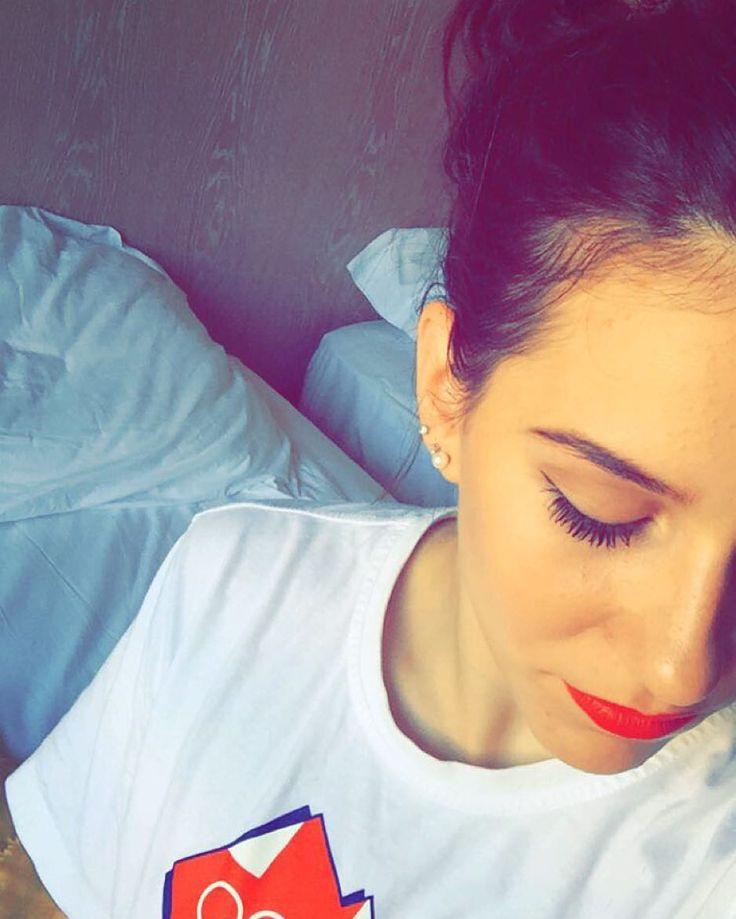 #ErikaFasana Erika Fasana: Red lipstick + snapchat filter