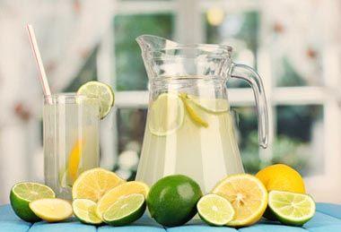 Water and Lemon! Το ξέρεις πώς ένα ποτήρι ζεστό νερό με το χυμό από λίγο λεμόνι είναι ότι καλύτερο μπορείς να κάνεις για τον εαυτό σου! ?