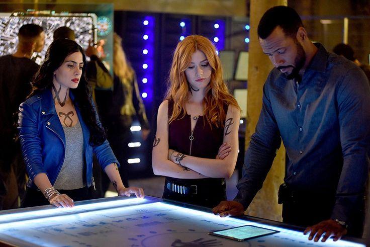 Isaiah Mustafa, Emeraude Toubia, and Katherine McNamara in Shadowhunters: The Mortal Instruments (2016)