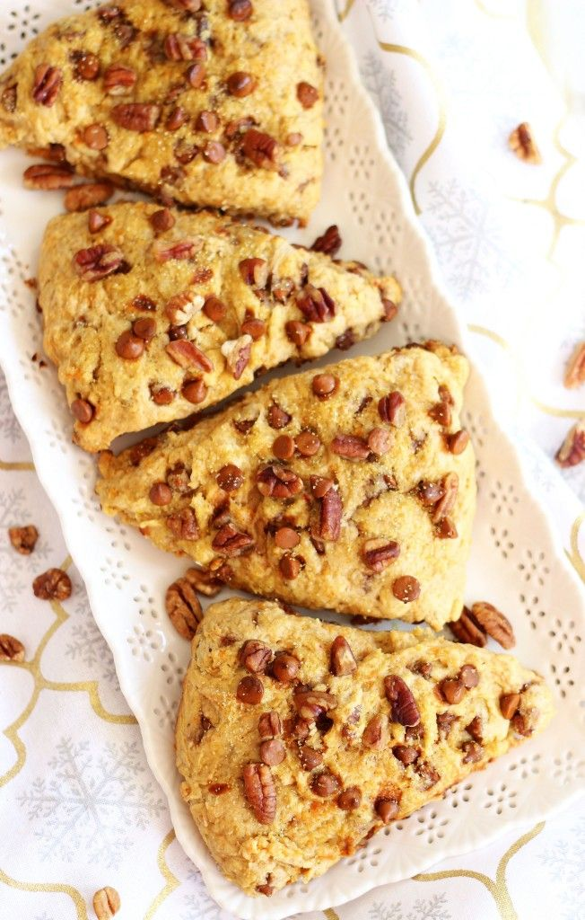 SWEET POTATO PECAN PIE SCONES WITH CINNAMON CHIPS. These are fantastic and so easy! They taste like both sweet potato and pecan pie! #thegoldlininggirl