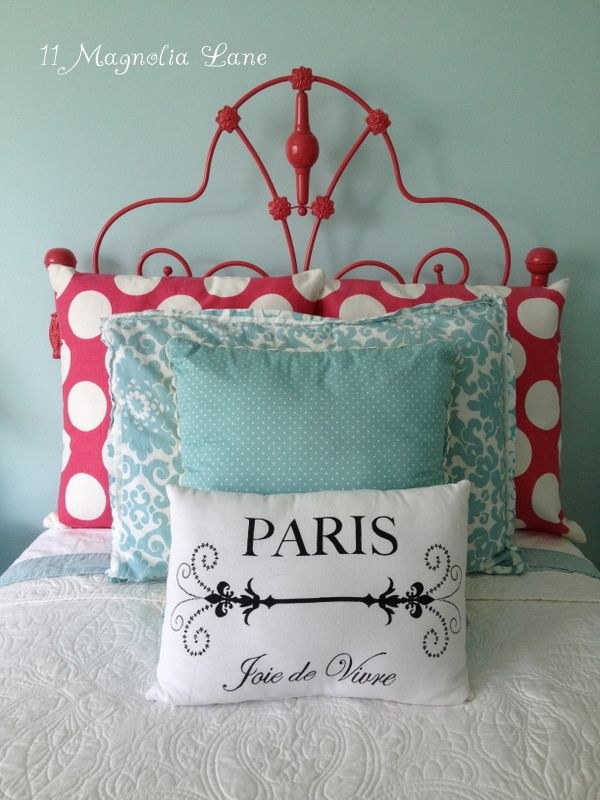 Vintage white iron headboard gets a coat of hot watermelon pink spray paint | 11 Magnolia Lane