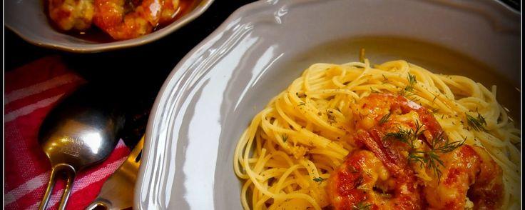 Μακαρόνια με γαρίδες σε κρασί και σκόρδο. Pasta with shrimps in wine & garlic sauce. – mamatsita.com