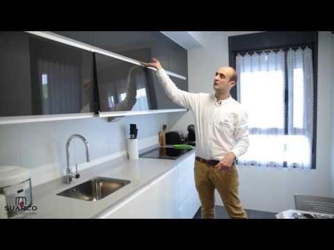 Cocinas modernas pequeñas de color blanco con antracita brillo y encimera de silestone - YouTube