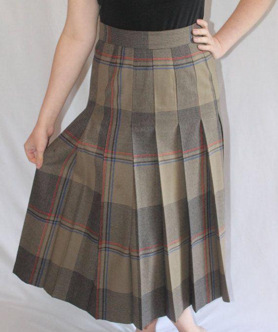 Eine klassische Vintage Damen Kilt. Stellen Sie Ihre Wintergarderobe heute einen femininen Look. Größe 10-12 würde am besten passen.
