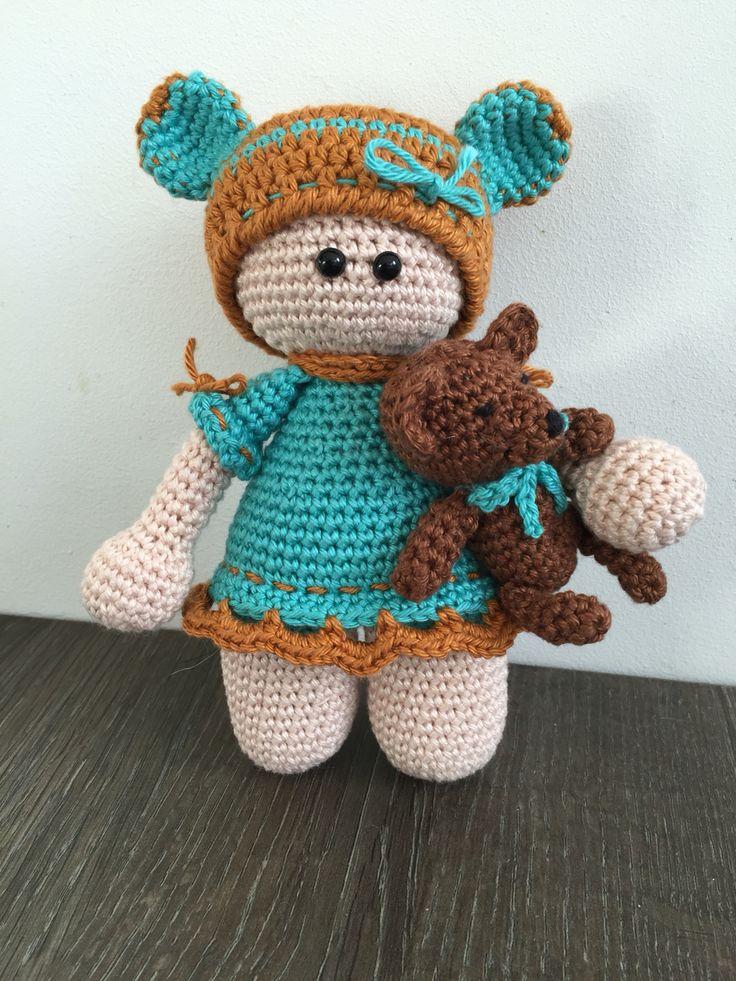 Teddy, popje naar een patroon van Sapie van Schepen.