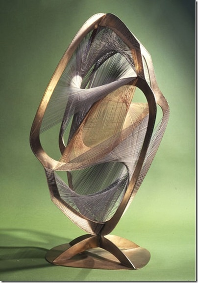 Naum Gabo built the Linear Construction in Space No. 4 in the year 1962.