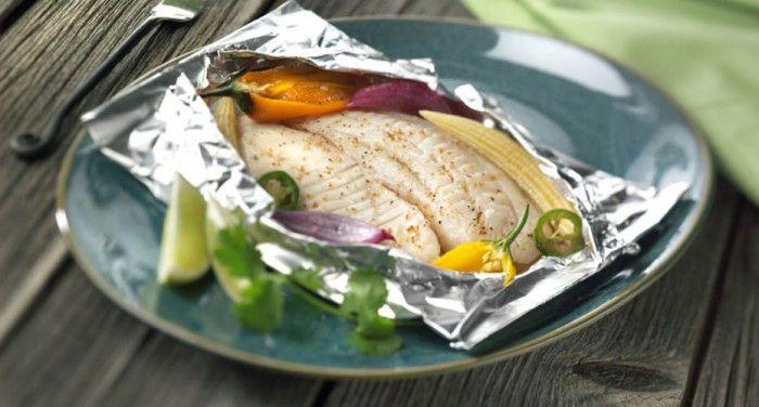 Even geen zin in de gebruikelijke hamburgers, speklapjes en worstjes? Je kunt eindeloos variëren met vis op de bbq. Het recept op fitgirl,nl is een combinatie van verse vis, seizoensgebonden groenten, kruiden en gezonde oliën. Vis op de bbq is een perfect gerecht voor je barbecue-zomer!