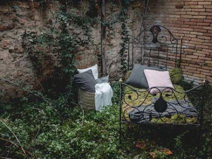 Decoración y ambientación para un shooting sobe inpiraciones en Bodas cerca de Barcelona | Ambientación con una cama antigua,dónde la naturaleza se funde en la puesta en escena | #lafloreria #decoración #ambientación #ambiance #barcelona #eventos #inspirationweddings #glamourwedding #styling #weddingdecoration ♥ ♥ La Floreria ♥ ♥ para descubrir nuestras creaciones visita la web: www.lafloreria.net/ ♥La Florería: Google+