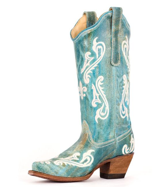 and I'm sooo not country, but I'd love to wear these country wedding boots