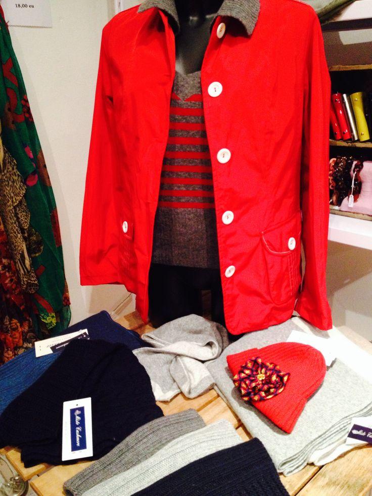 En La Miringa seguimos con nuestro cachemire: ven a ver los jerseys y complementos para hombre y mujer.