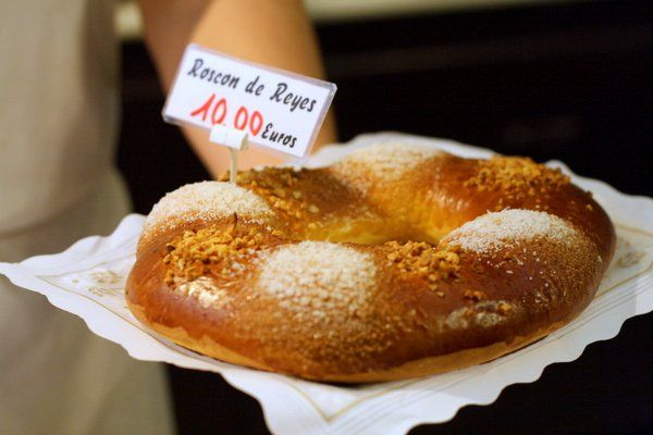 This Roscón de Reyes may not be adorned with the typical bright candied fruit we normally see, but with a light dusting of powdered sugar and some nuts, it is just as delicious!
