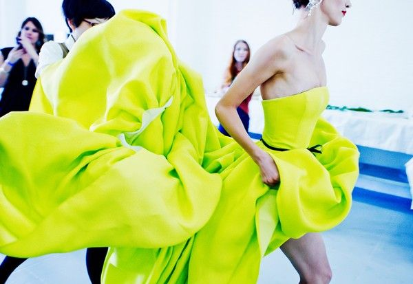 green_jason-wu-lime-gown_vogue: Jason Wu Spring, Wedding Dressses, Ball Gowns, Neon Green, Fashion Week, Neon Dresses, Jasonwu, Green Dresses, Neon Yellow