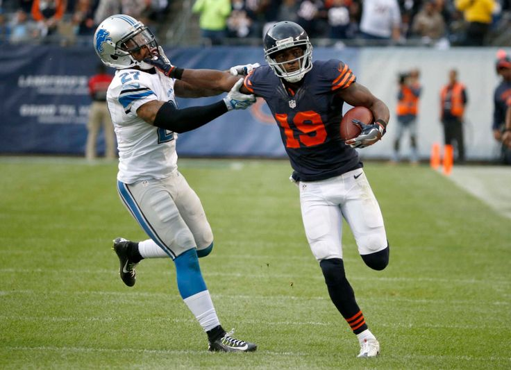 Chicago Bears wide receiver Eddie Royal (19) runs against Detroit Lions free safety Glover Quin (27) after receiving a pass during the second half of an NFL football game, Sunday, Oct. 2, 2016, in Chicago. (Credit: AP / Nam Y. Huh)