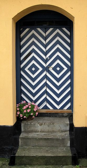 if only: The Doors, Chevron Pattern, Architecture Interiors, Front Doors, Black White, Old Houses, Colors Doors, Chevron Doors, Design