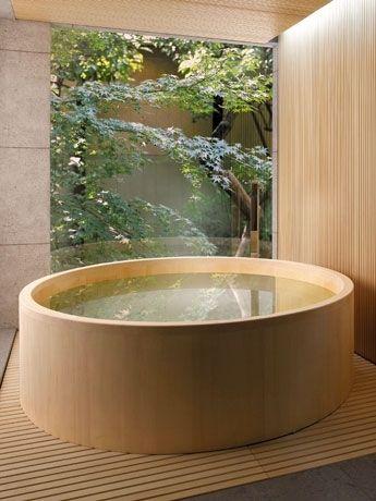 outdoor wooden jucuzzi?  HOME & GARDEN: Pourquoi pas ? Une baignoire en bois