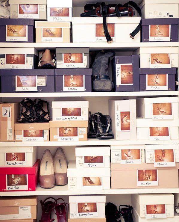 Guardar os sapatos nas caixas pode ser uma boa ideia para mantê-los organizados e conservados