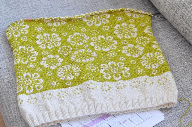 Baby blanket Perianth by osloann, via Flickr. Another beautiful knit.