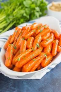These Maple Brown Sugar Glazed Carrots are simple to prepare and full of warm flavors | on myrecipemagic.com