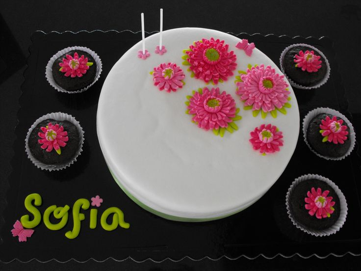Flower Cake with CupCakes