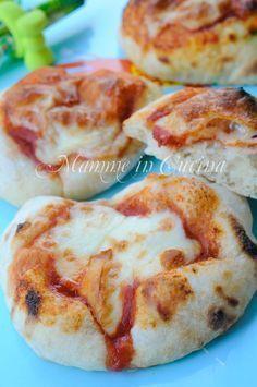 ASSOLUTAMENTE DA FARE Pizzette da buffet soffici con poco lievito ricetta feste bambini
