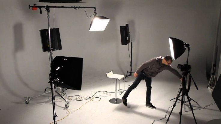42- What are the basics of 3 point photography? Can you recreate it on location? Can you work with 1 key light only?