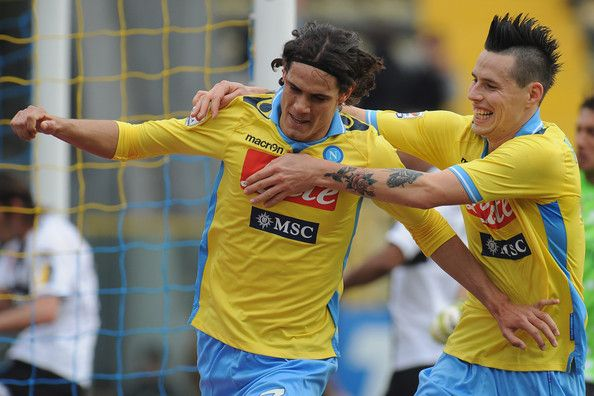 Edinson Roberto Cavani Gomez (L) of SSC Napoli celebrates with team-mate Marek Hamsik after scoring the opening goal during the Serie A match between Parma FC and SSC Napoli at Stadio Ennio Tardini on March 4, 2012 in Parma, Italy. - Parma FC v SSC Napoli  - Serie A