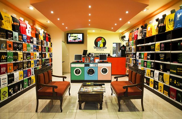 Taken with 18-55mm VR at 18mm in RAW ! What a cool shop, amazing ...