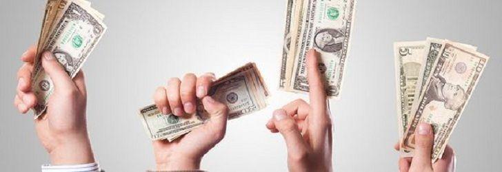 Tipe orang dalam memakai uang –Fungsi uang bermacam-macam. Di antaranya untuk transaksi jual beli, pengukur dan pemindah kekayaan, bahkan alat untuk membuat uang lebih banyak lagi (uang yang bekerja) juga bisa. Begitu juga dengan orang menggunakan uang. Mereka memiliki pandangan yang tidak sama terhadap benda yang terbuat dari kertas dan logam itu. Ada yang pelit