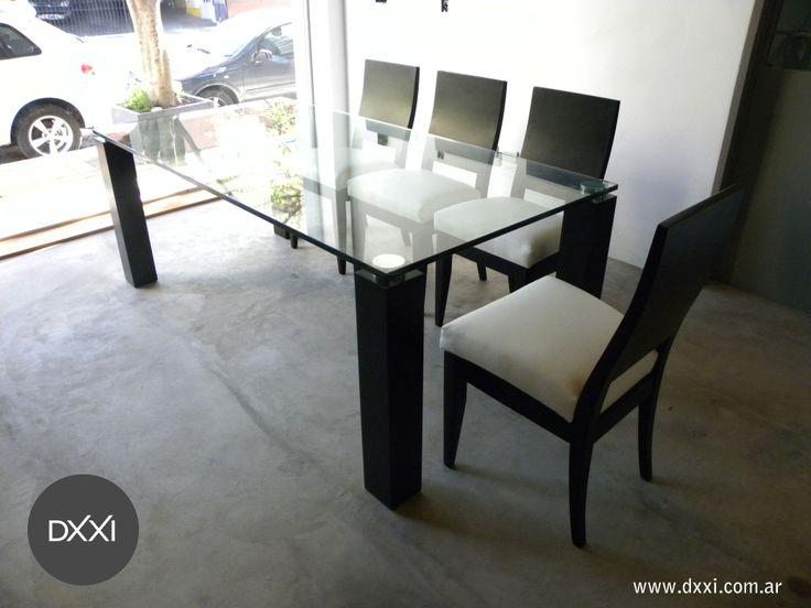 mesa de comedor modelo melina patas de madera enchapada con lustre vidrio de