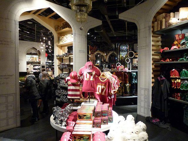 Harry Potter Tour Warner Bros Studios gift shop... ARRGH!!!! HOSHIIIII