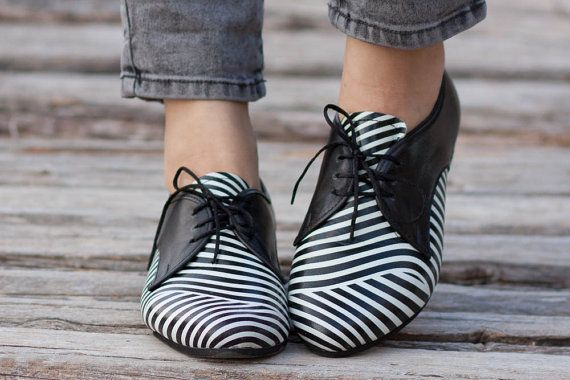 Free Shipping, Leather Shoes, Printed Oxford Shoes, Close Shoes, Flat Shoes, Black and White Shoes