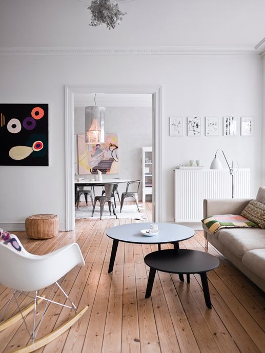 Stue, indretning, interiør, boligindretning, boligstyling, boligcious, Malene Møller, indretningsarkitekt, indetningskonsulent, design, sofabord, sofa, spejl, hvidt, eames gyngestol, chair,