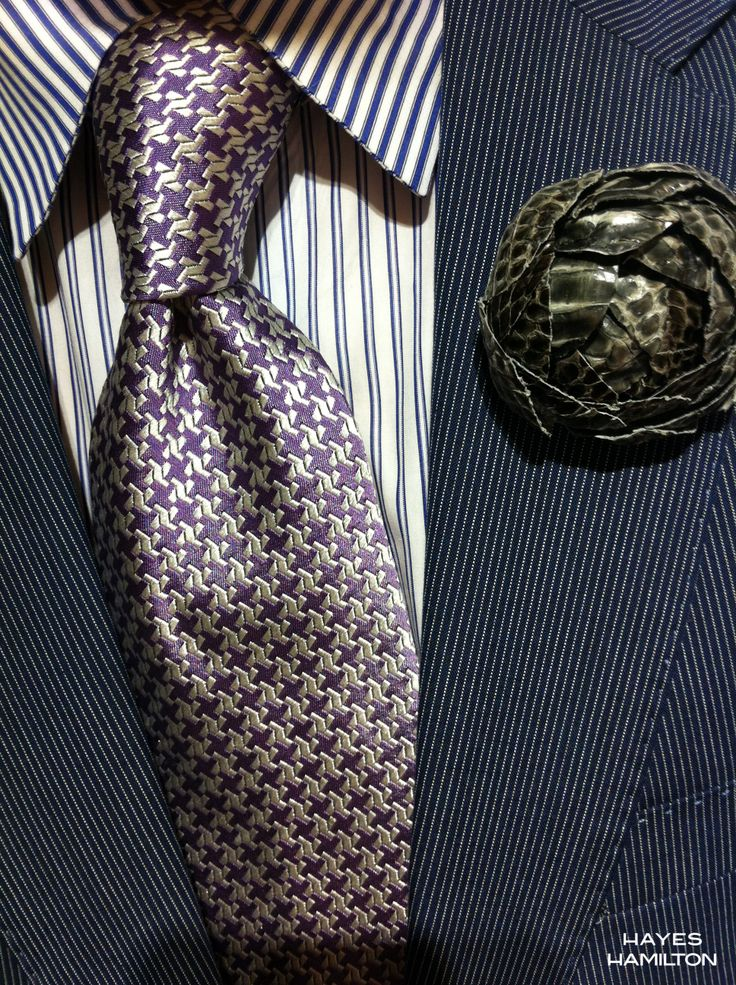 Grey Ayer Snake Ranunculus Adds That Extra Bit of Fashion Confidence ...