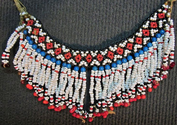 Traditional bridal/festive 'gerdanlık' (choker necklace). From the Pomak villages in the Biga district (Çanakkale province).  Mid-20th century.  Bead-work with small beads (glass and plastics).  (Inv.nr. bon026  - Kavak Costume Collection - Antwerpen/Belgium).