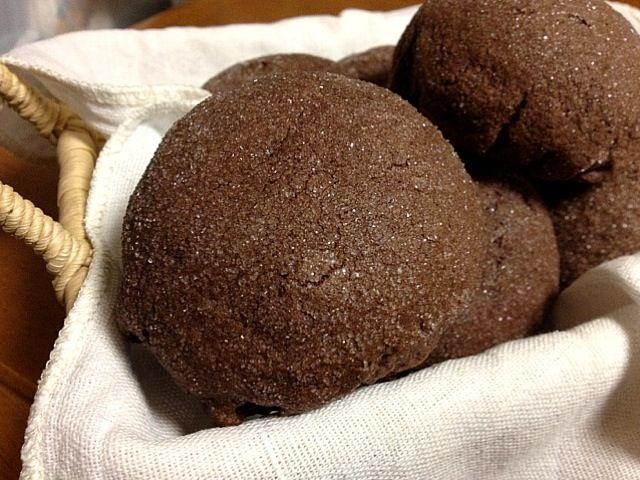 いつもより小さめに焼いたショコラ・メロンパン。 パン生地もココア風味でチョコチップ入りです。 - 5件のもぐもぐ - ショコラ・メロンパン by 千鶴