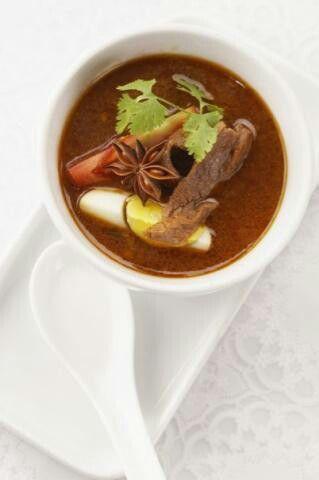 #cambodiansoup #whiteonwhite #asianfood #feminamagz