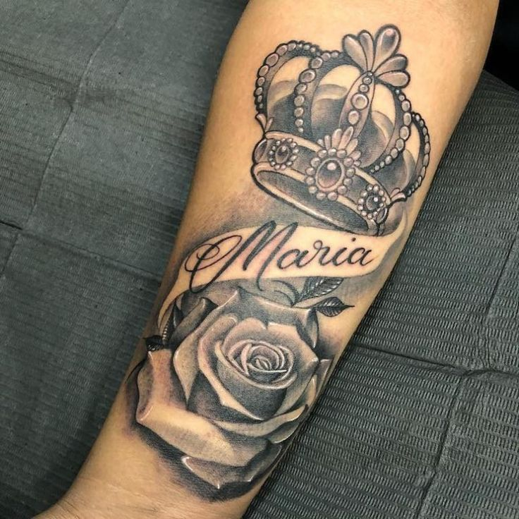 Crown Tattoo 80 Beautiful Inspirations For All Tatuagem De Coroa 80 Inspiracoes Lindissimas Pa Rose Tattoos For Men Crown Tattoo Crown Tattoos For Women