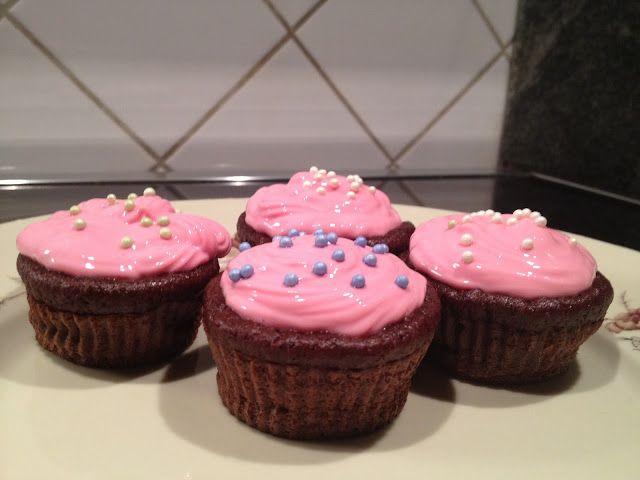Chokolade Cupcakes med cream cheese glasur   Thefoodie.dk
