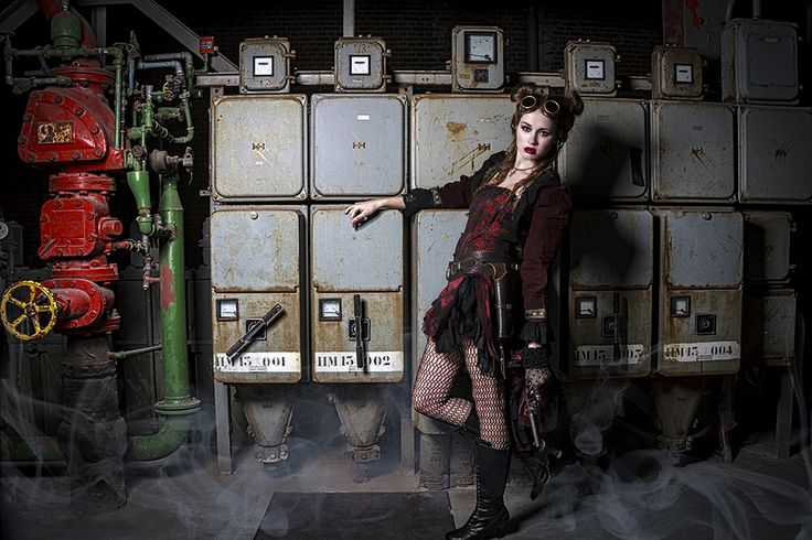 Steampunkshoot koekjesfabriek Veghel Styling: Alternatief kostuum Muah: Miranda Dal Model: Britt Vossen Foto: Studio B11 - lilian Verhappen